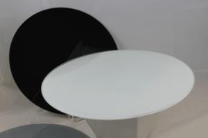 Lackierte Glasplatten schwarz + weiß